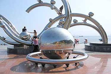 雕塑底座小广场设计